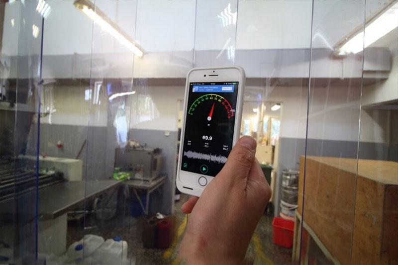 Kurtyny paskowe z PCV obniżające poziom hałasu o 35 dB