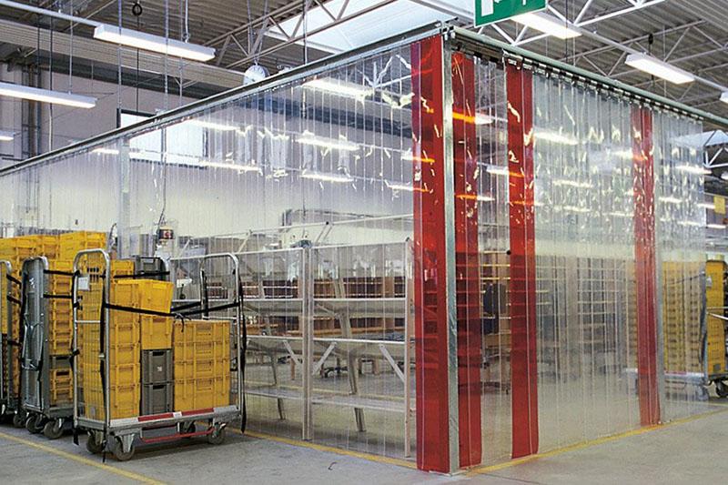 kurtyny przemysłowe wyznaczjące stanowiska składow na halach produkcyjnych