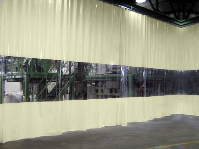 Kurtyna plandekowa z przejrzystym oknem wygradzająca miejsce skłądowe na hali produkcyjnej