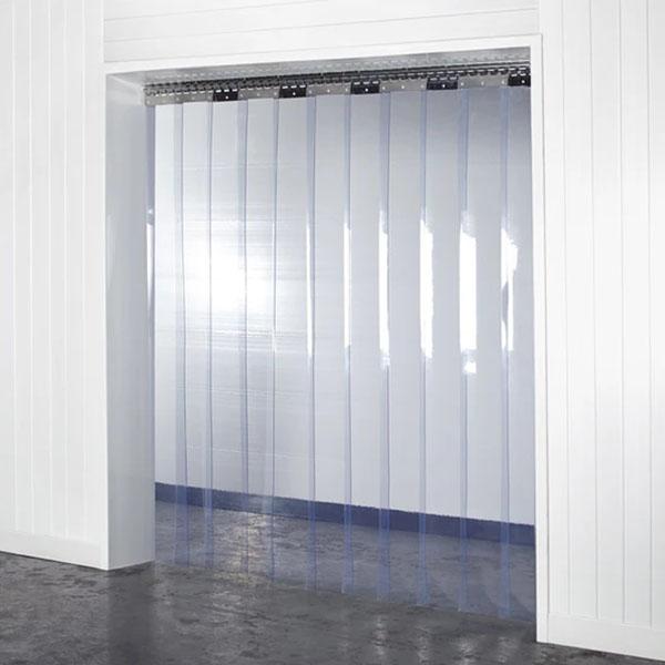 Kurtyna PCV z transparentnych, elastycznych pasów foliowych