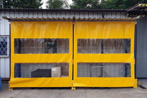 Przegroda plandekowa z dwoma oknami z zółtej folii PCV