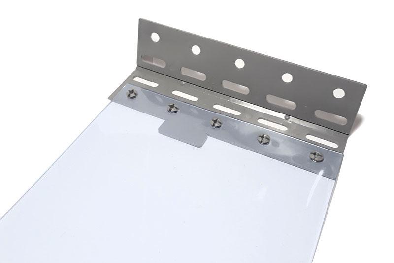 Płytka mocująca EasyClick przed zatrzaśnięciem pasa PCV