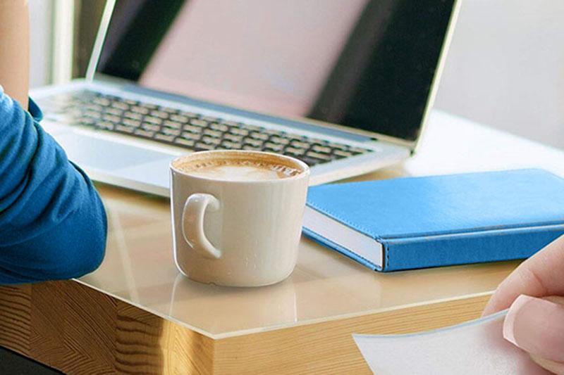 Przezroczysta, foliowa, mata ochronna na biurko