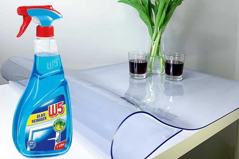 Czym może być czyszczona mata ochronna na stół