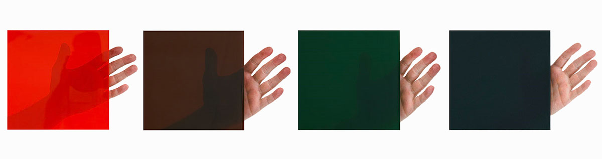 Ekrany spawalnicze występują w czterech wersjach przezroczystości wypełnień