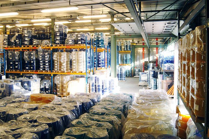 Magazyn folii PCV do produkcji podkładów ochronnych na stoły