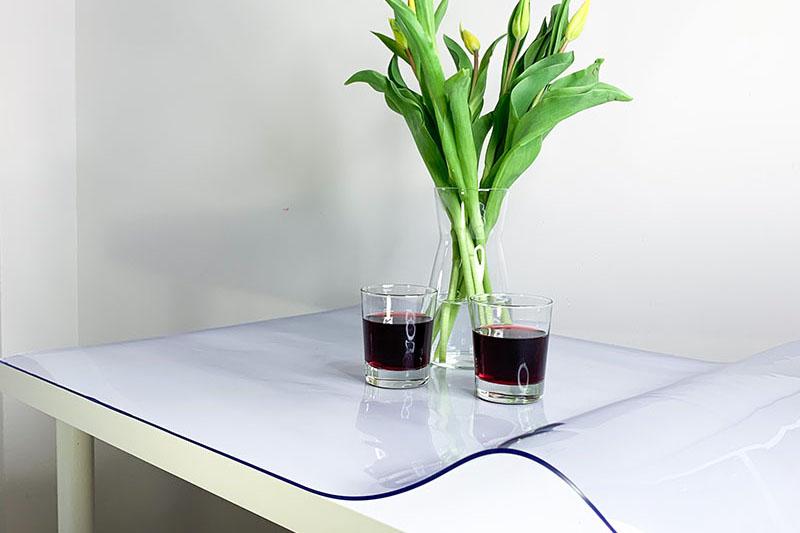 Mata ochronna na stół z przezroczystej folii PCV
