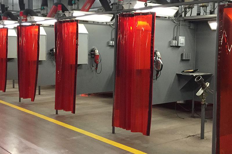 Zasłony spawalnicze jako przegrody stanowisk dla pracy dla spawaczy łukiem elektrycznym