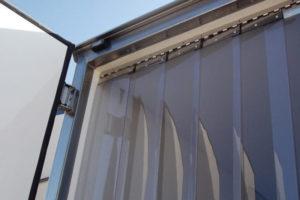 Mocowanie kurtyn na plytki i wieszaki grzebieniowe do dachu samochodów ciężarowych